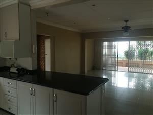 Stunning 4 Bedroom House with Pool in Amanzimtoti – R15000