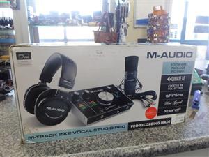 M-Audio 2x2 Vocal Studio Recording