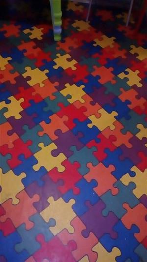 Puzzle rubber carpet for sale