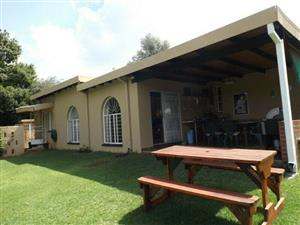 Randburg - 3 bedrooms 2 bathrooms with 1 bedroom cottage outside R17900
