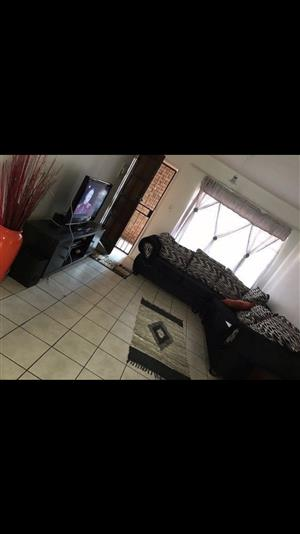 1 bedroom available in a 2 bedroom flat in Pretoria east