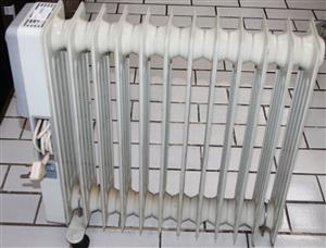 S031823B 12 Fin oil heater #Rosettenvillepawnshop