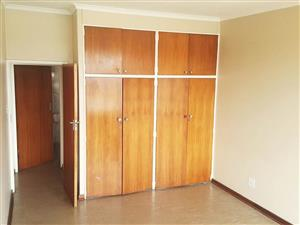 Florida 3bedroomed apartment to rent on Goldman Street for R5000