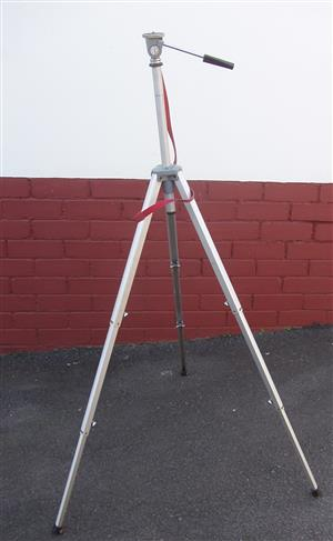 Camera Tripod - Slick Tripod stand - in excellent condition