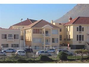 Spacious 1 bedroom Apartment to let close to Trendy Surfers corner / Muizenberg Beach