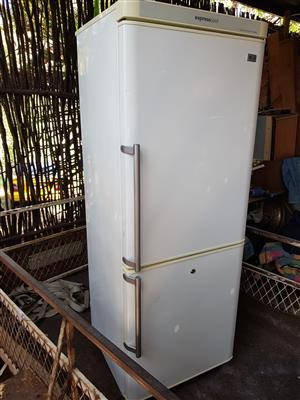 White LG expresscool 330 liter double door fridge freezer in very good condition and working 100% for sale - R1895 if you colle  I CAN DELIVER for only R200 in Pretoria area.  Whatsapp , sms or call Pierre on 0825784861.