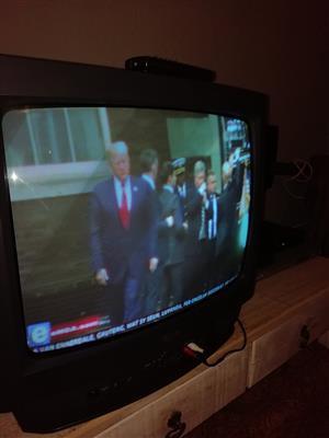 LG 54CM KLEUR TV MET REMOTE
