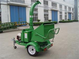 "Trailer Mounted Wood chipper , with self feeding system,3Bladed,5""Diameter Capacity, powered by 25hp"