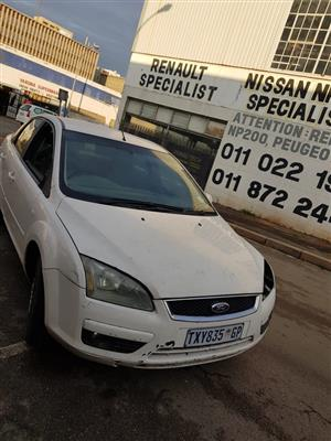 Ford focus 2.0tdci 2006 model with 10dy engine  stripping for spares