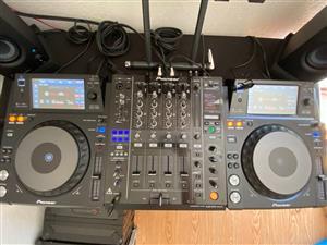 Pioneer xdj 1000's with djm 900
