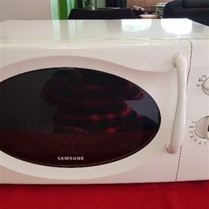 Samsung Microwave 28 liter 1000W in excellent condition