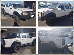 Nissan Hardbody 2.4 petrol 4x4 D Cab stripping for spares.