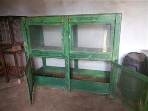 Animal cage cabinet