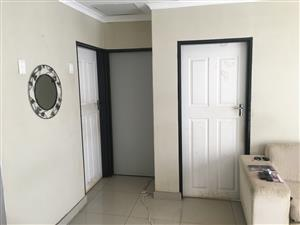 2 Bed flat for rent in Rhodesfield Kempton park. Close to Airport and Gautrain.