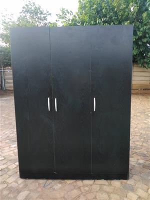 R1200 bedroom cupboard