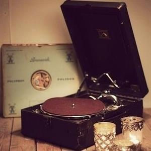 Portable Vintage 1930 Phonograph