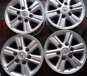 Toyota Hilux Mags 15 inch 6 holes {Set of 4} with Central Cabs for R3500.
