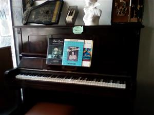 SELLING OF SECOND HAND INSTRUMENTS,  SOUND EQUIPMENT, GUITARS, PIANOS, KEYBOARDS & BRASS