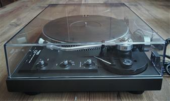 Vintage Technics SL-1900 Fully-Automatic Direct-Drive Turntable.