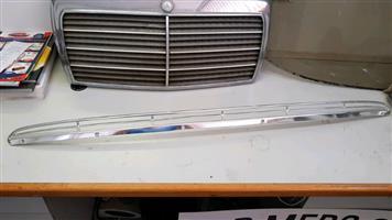 Mercedes-Benz W108 Windscreen Intake Grill