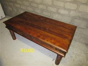 Coffee table and 57cm bush baby kettle braai for sale