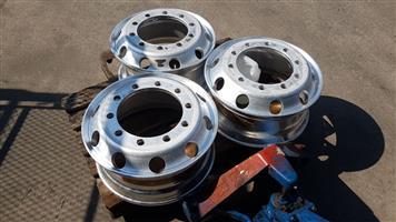 Hino 500/700 aluminium rims x4 @ R1495.00 ex vat each