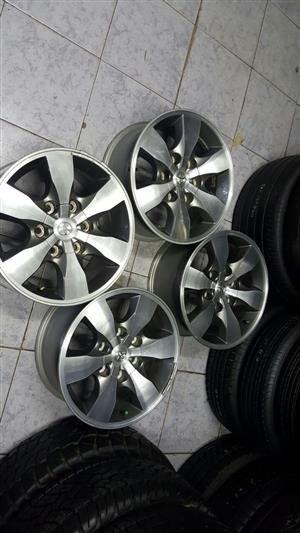 16'' Toyota Hillux original mag rims