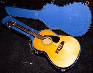 Circa 1970's Yamaha FG325 acoustic guitar and case!