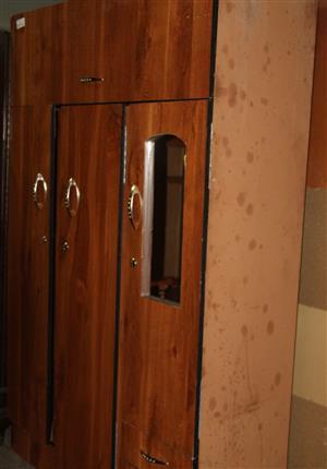 3 door wardrobe S031452A #Rosettenvillepawnshop