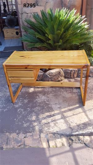 Pine Desk (1200x595x730)