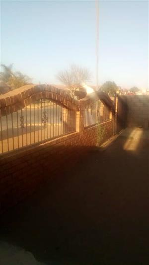 KAGISO RIVERSIDE 3 BEDROOMS HOUSE IS FOR SALE