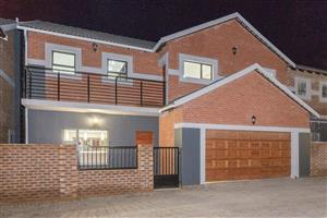 Brand new very spacious 3 bedroom unit in a security complex to rent!!!