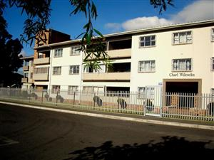 Walk to Sanlam Headoffice - sunny 2 bedroom flat ideally situated