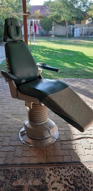 "Tattoo Artists / Hairdressers; Dentist Chair (Belmont) INCLUDING a SIL.AIR ""quet"" compressor!"