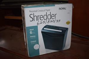 Personal crosscut paper shredder