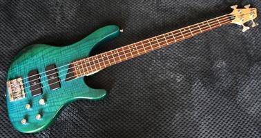 Wasburn XB400 Bantam Bass Guitar - Stunning Translucent Jade Finish