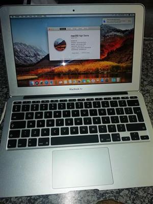 MacBook Air Core i5 4GB RAM 500GB HDD