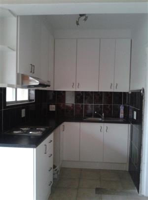 Sea Point Apartment-Fully Renovated-1 Bedroom/Lounge, Enclosed Balcony, Reserved Parking Bay-R9,100pm-Avail 01 Mar