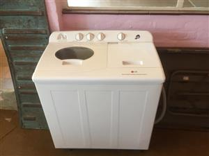 Twintub top loader washing machine