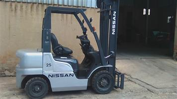 Reconditioned 2.5ton Nissan FG25 petrol forklift
