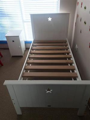 1x single bed ( treehouse furniture) + pedestal