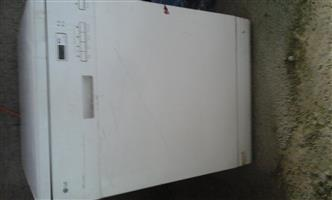 DISHWASHER WHITE WORKING CONDITION