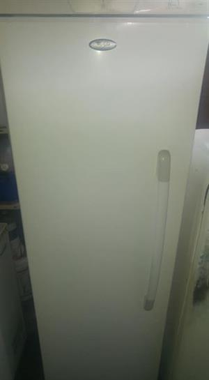 Whirlpool upright freezer 276l frost