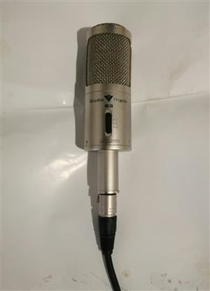 SP studio microphone