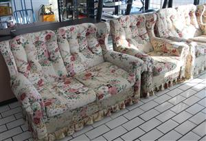4 Piece white lounge suite S045645A #Rosettenvillepawnshop