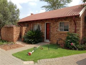 Spacious 2 bedroom, 2 bathrrom, 2 garage unit in Highveld