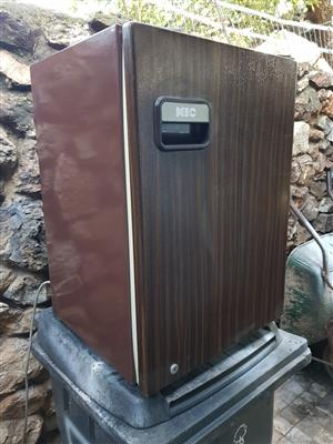 Brown 100 liter bar fridge with small freezer compartment inside in good condition and working 100% for sale - R995 cash if you collect .  I CAN DELIVER for R200. Whatsapp , sms or call Pierre on 0825784861.