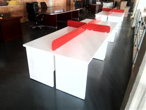 Office cluster desk 4/way with dividers