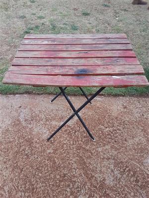 Rooi hout opvou tafeltjie