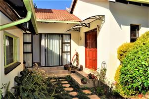 To Let: Fully Furnished Garden Cottage in Garsfontein.